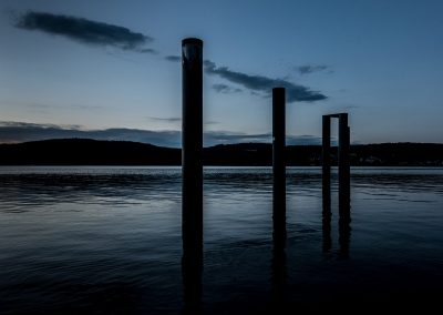 Der Bodensee in blauem Licht am späten Abend